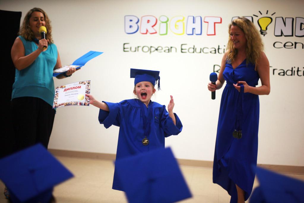 Марина Коростышевская (на фото слева) в Bright Minds Center. Фото из ее личного архива