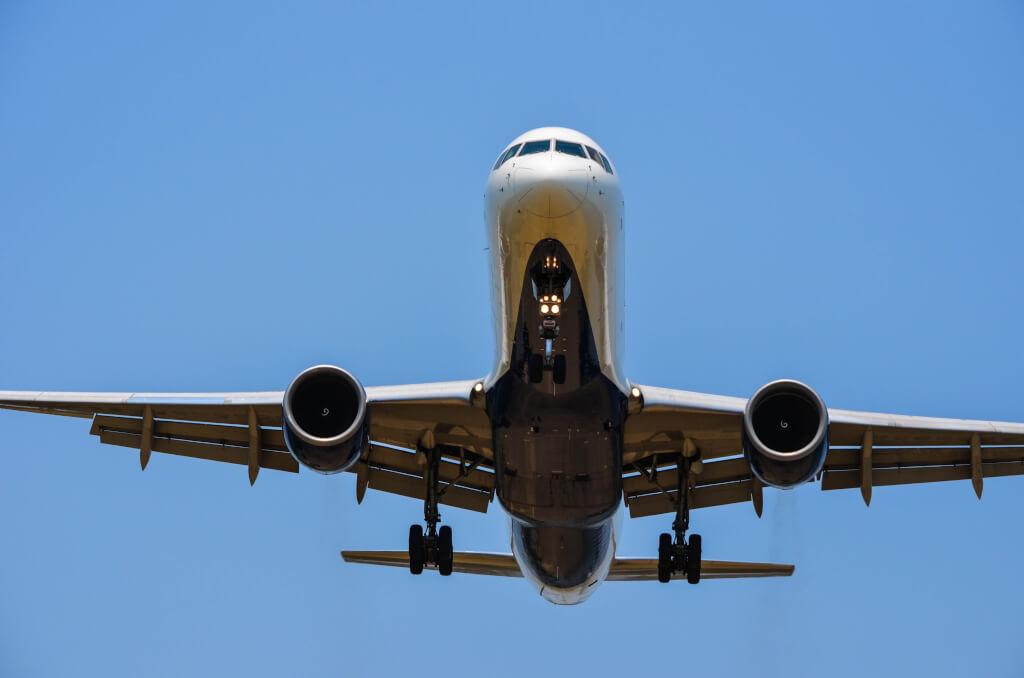 Самолёто пролетают прямо над головой. Фото: m01229, flickr.com