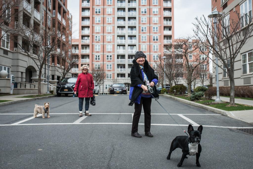 """Жители элитного жилого комплекса """"Oceana Condominium & Club"""". Фото Павел Терехов"""