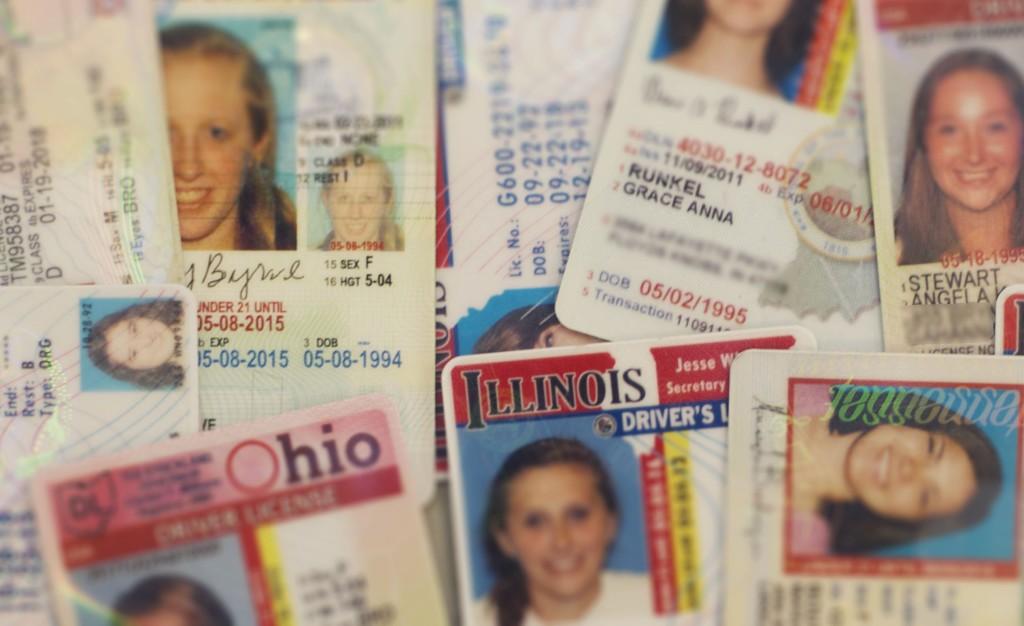 Большинство мошенников предлагают купить фальшивку в интернете. Фото: loyolaphoenix.com