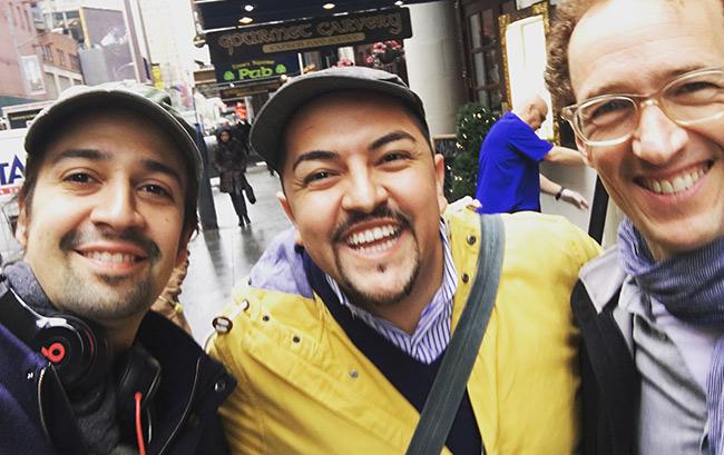 Джейсон с Лин-Мануелем Миранда и Джеффри Селлером. Фото: Джейсон Креспин.