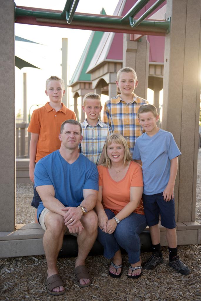 Семья Брэдли. Богдан справа в голубой майке. Фото из личного архива.