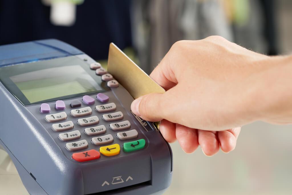Благодаря кредитке можно многое себе позволить. Фото: depositphotos.com