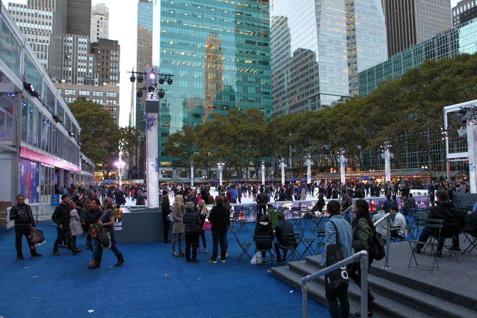Наверное, самый любимый парк - Бра́йант-парк — парк в Мидтауне на Манхэттене. Куда заходишь посидеть, хоть на 5 минут, даже, если очень спешишь. Фото Юлии Городецкой