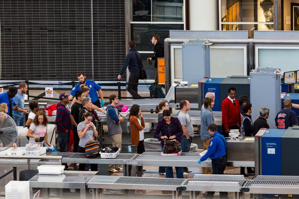 Картинки по запросу фото  Америка ужесточила правила проверки пассажиров