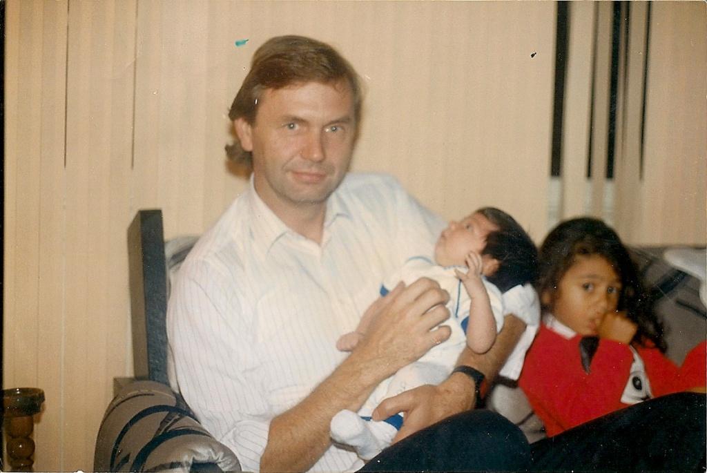 Джек Барски с новорожденным Джесси и маленькой дочерью Челси. Фото из личного архива Джека Барски