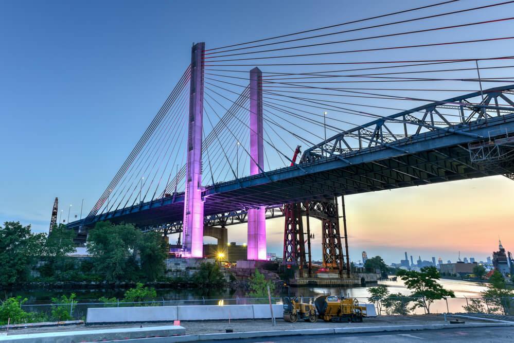 ВНью-Йорке снесли старый автомобильный мост