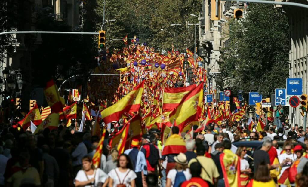 Милиция  подсчитала, сколько людей вБарселоне митинговали против сепаратизма
