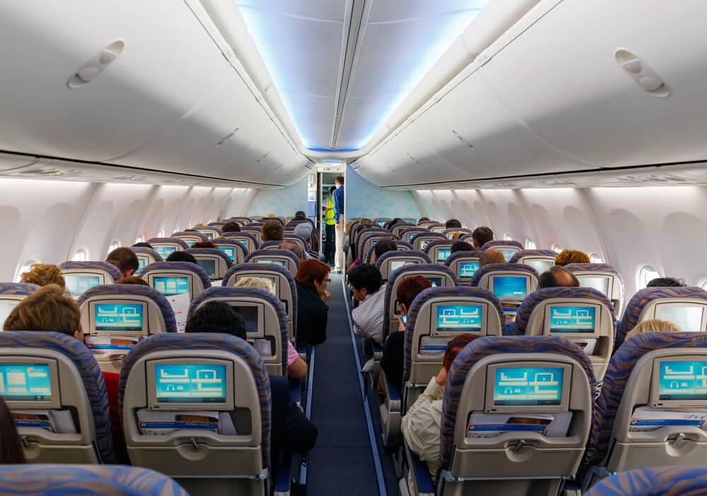 Пассажир бизнес-класса «Аэрофлота» подрался сбортпроводником ипассажиром