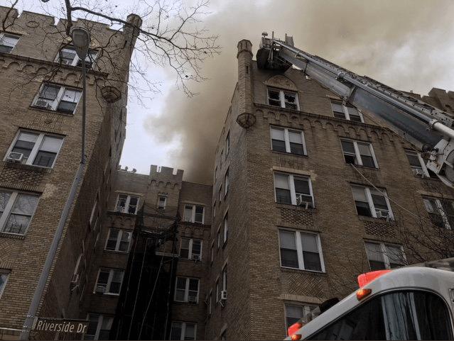 Из-за пожара наМанхэттене вНью-Йорке пострадали минимум 14 человек