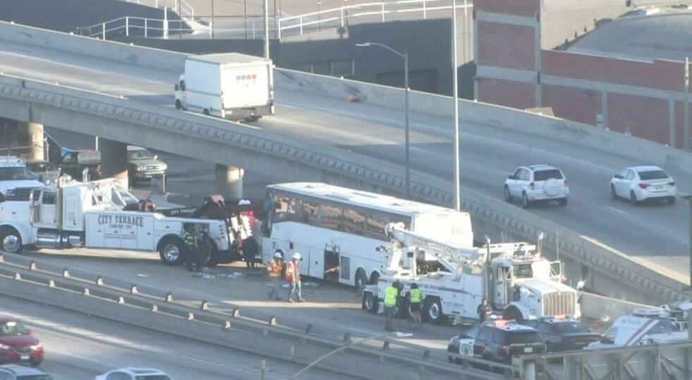 Вцентре Лос-Анджелеса перевернулся автобус: множество раненых