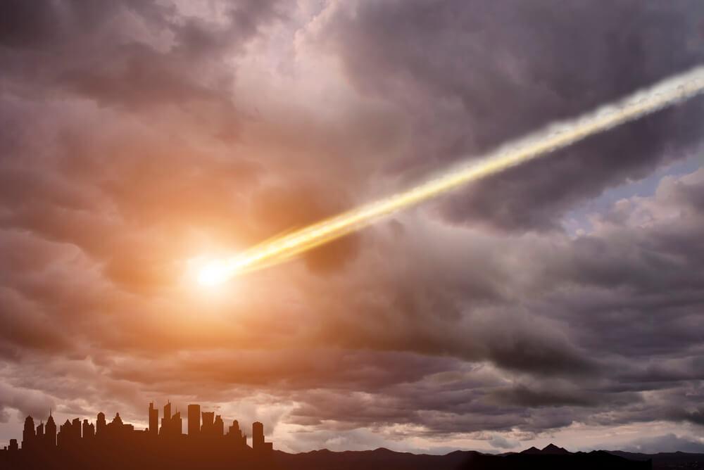 метеорит над городом