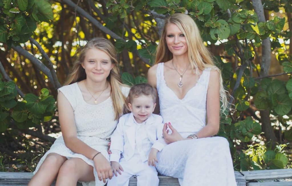 Марина Далео с детьми. Фото Facebook.