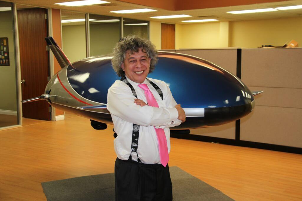 Игорь Пастернак в офисе своей компании в Лос-Анджелесе. Фото Юлии Буняк