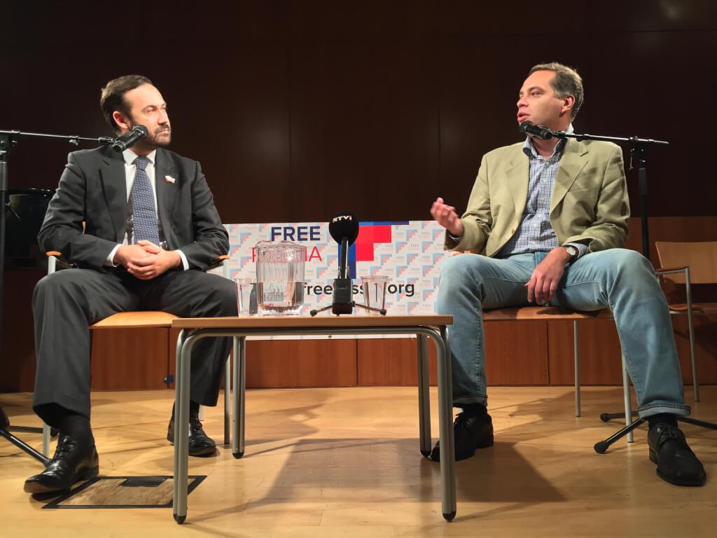 Российские оппозиционеры на встрече в Бруклине. Фото Дениса Чередова
