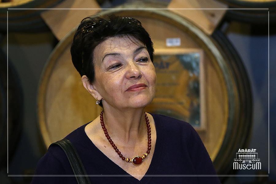 Елена Довлатова говорит, что она живет с ощущением того, что ей достается гораздо больше, чем она рассчитывала поучить. Фото из личного архива