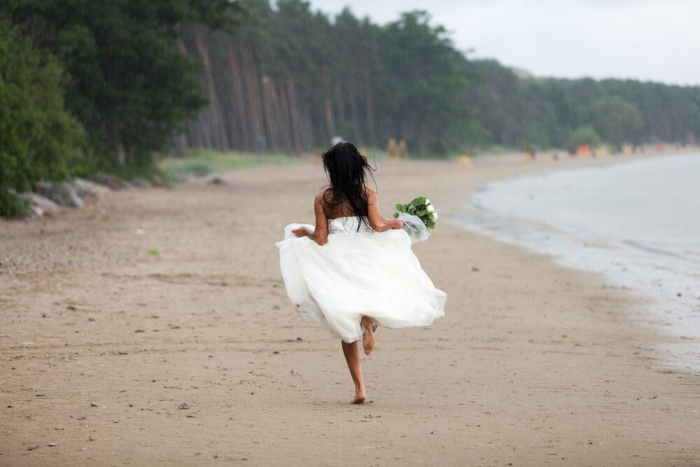 Молодые люди продолжают оттачивать умение резко менять планы перед свадьбой. Фото: depositphotos.com