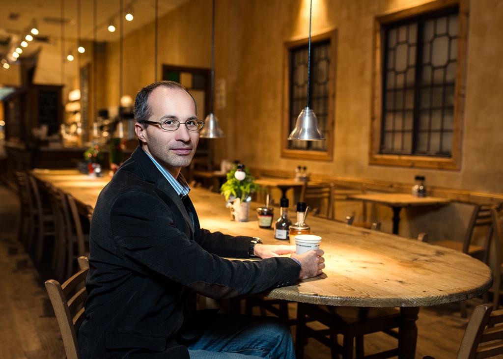 Идея о переименовании улицы пришла Алексею и его друзьям в баре. Фото Павла Терехова