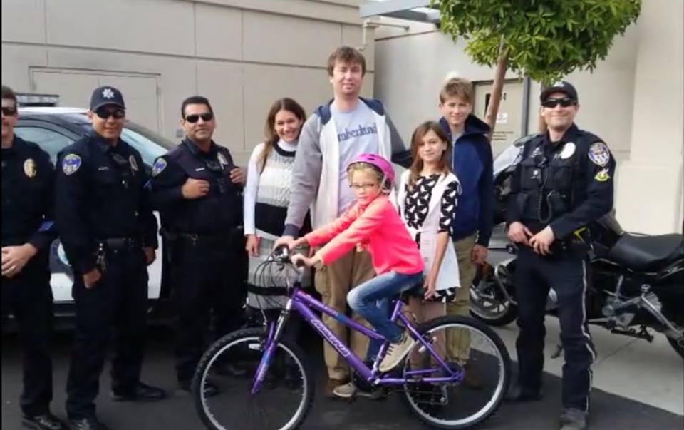 The police just made the whole family believe in the Christmas miracle. Photo: Facebook
