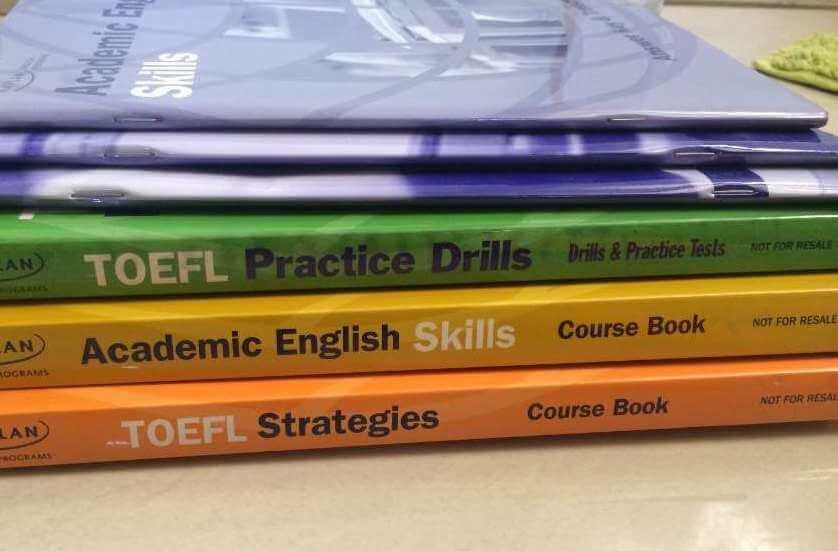 При подготовке к TOEFL важно пользоваться самыми новыми изданиями учебников. Фото: olx.in