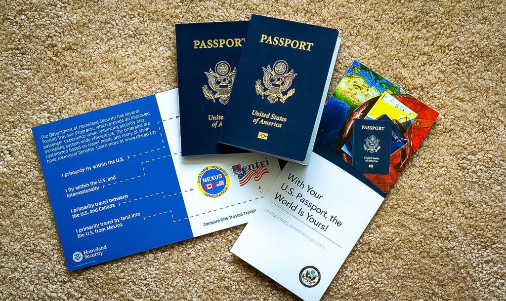 Паспорта и буклеты, пришедшие по готовности