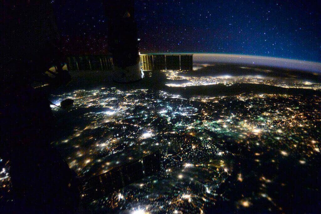 первое фото земли из космоса ли, кому