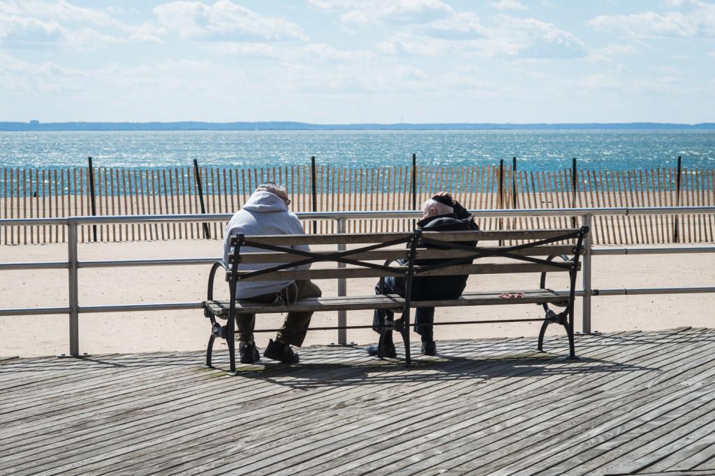 Жители Брайтон Бич с нетерпением ждут лета. Фото Павел Терехов