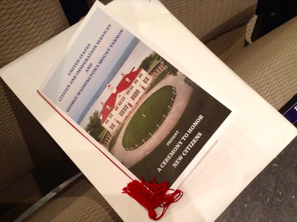 Конверт с сертификатом о гражданстве и поздравительным письмом от Президента. Фото: Леся Бакалец