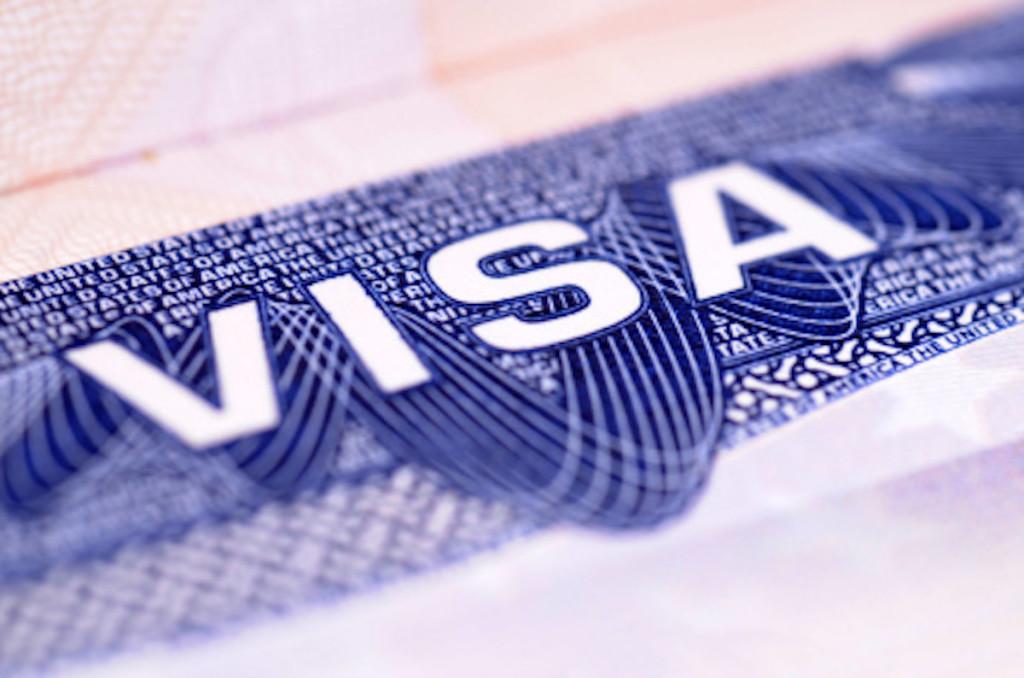 Получить визу в США можно как самостоятельно, так и с помощью визовых агентств. Фото: visa-immigration.center
