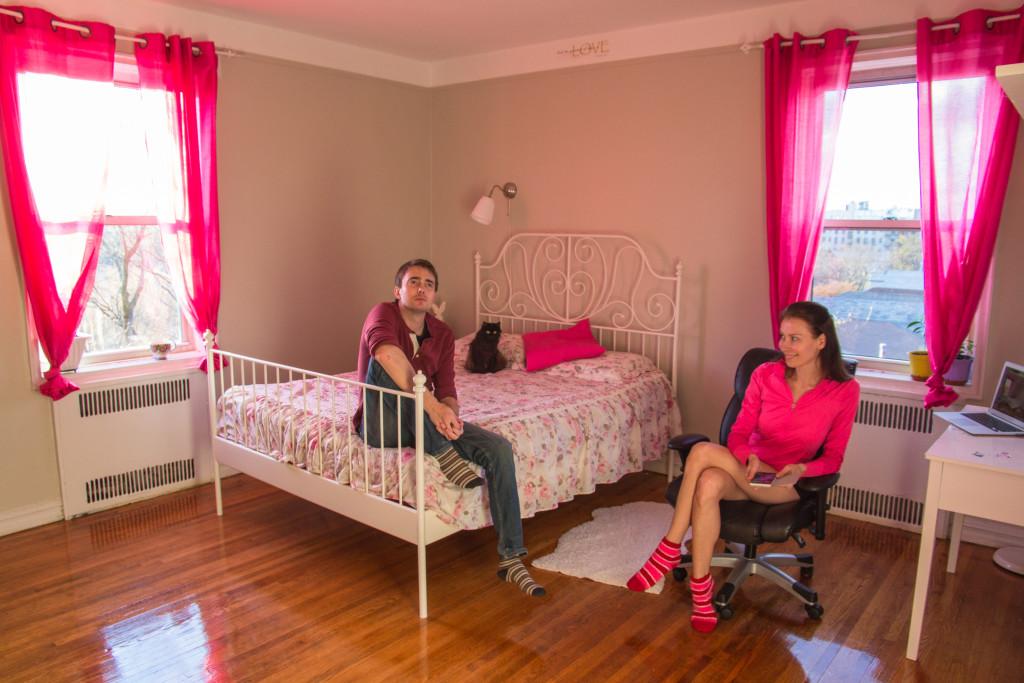 Денис Чибиряк с супругой в арендованной квартире в Бруклине. Фото из личного архива