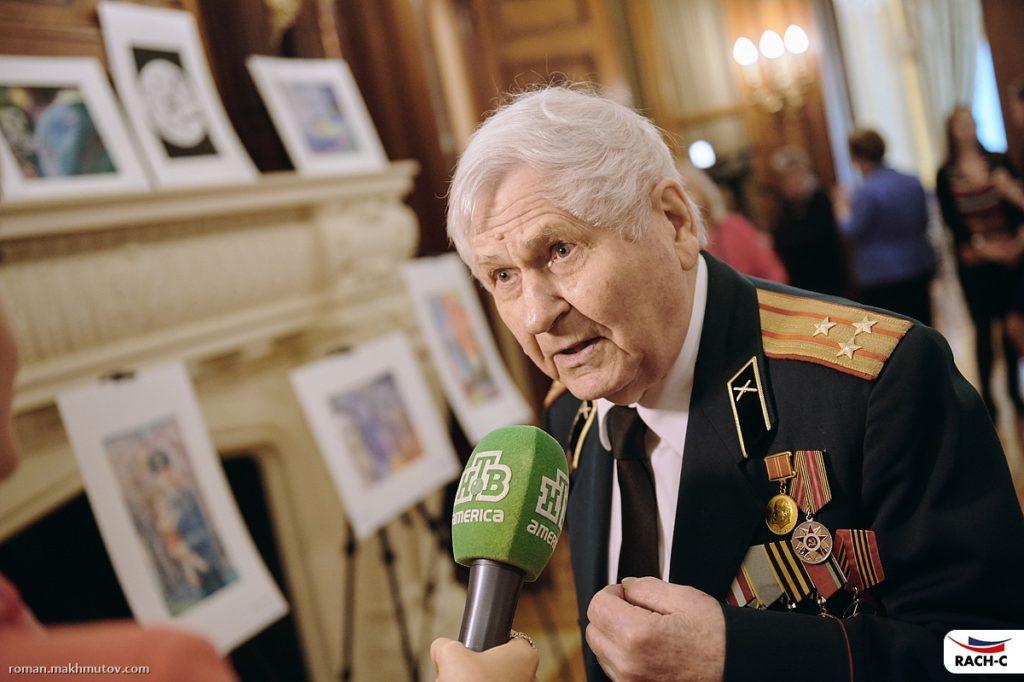 Николай Зайцев дает интервью российскому телеканалу. Фото из личного архива