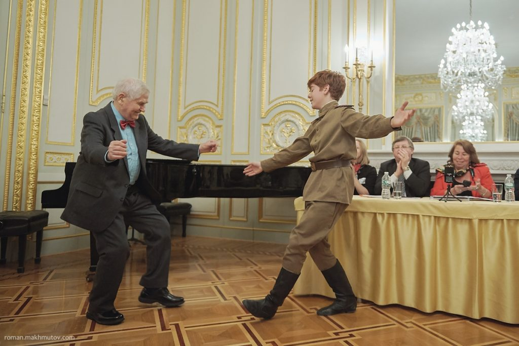 Николай Зайцев танцует на Молодежном Форуме в Нью-Йорке. Фото из личного архива