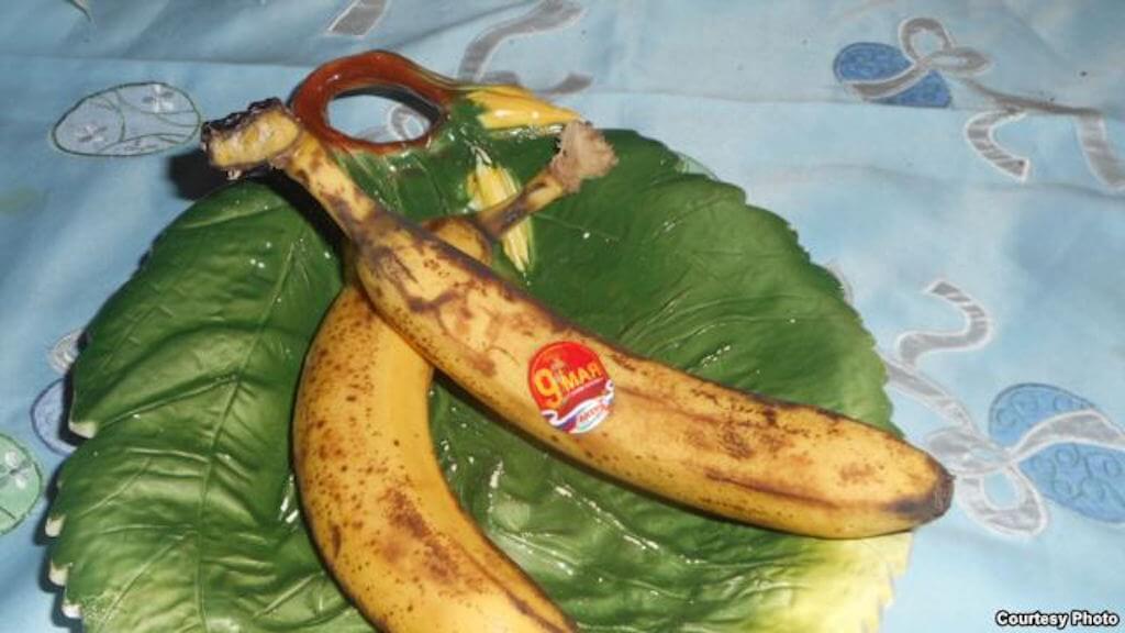 Поздравить друга с Днем Победы можно даже при помощи фруктов Фото: vk.com