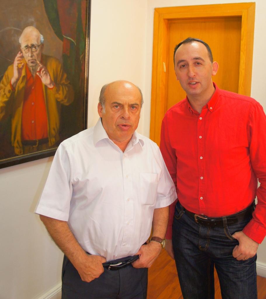 """Натан Щаранский и Шимон Бриман после интервью в кабинете главы """"Сохнута""""."""