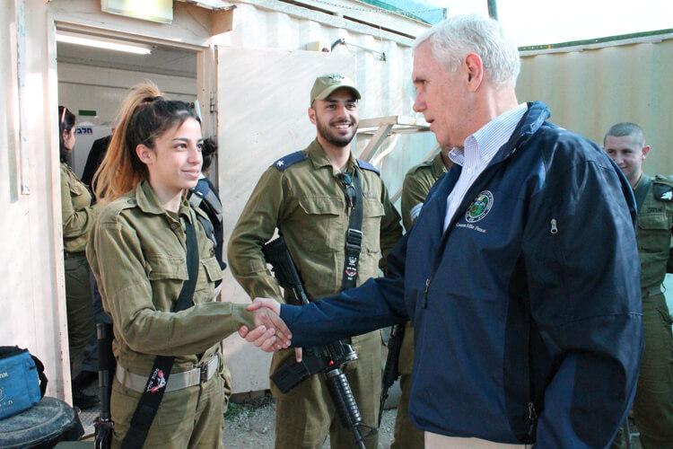 Губерантор майк Пенс общается с солдатами Армии Обороны Израиля, 2014 г. Фото: пресс-служба ЦАХАЛа.