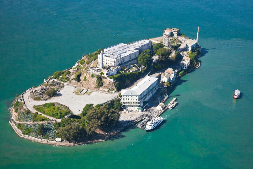 Вид с воздуха на тюрьму Алькатрас. Фото: Depositphotos