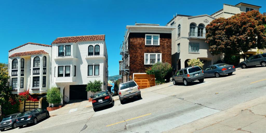 Обычный для Сан-Франциско угол наклона улиц. Фото: Depositphotos