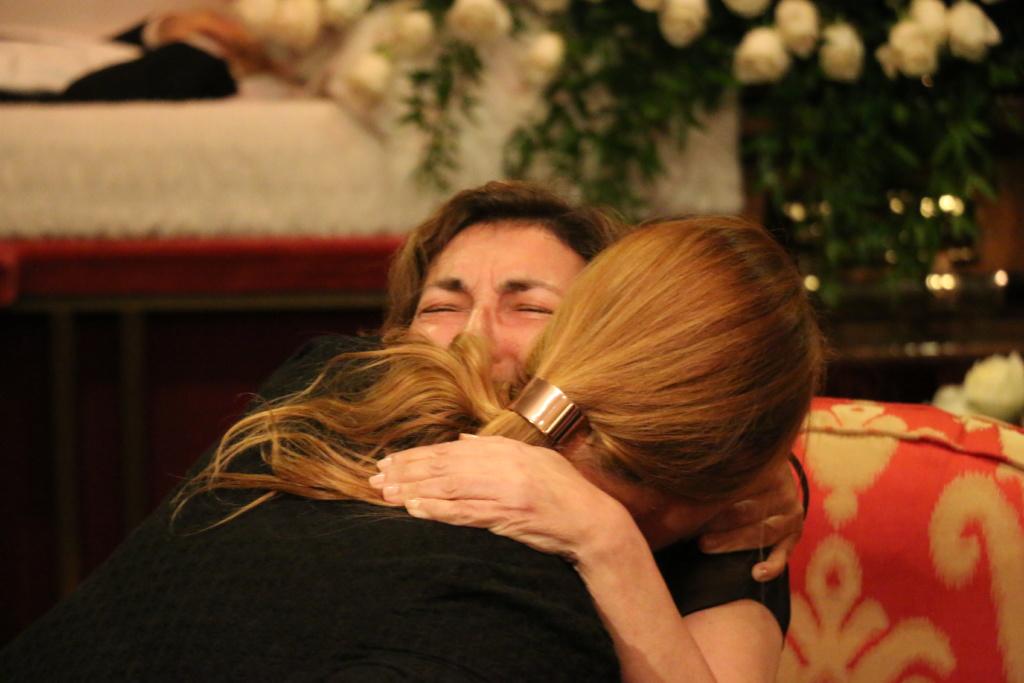 Супруга Эрнста Неизвестного принимает соболезнования. Фото Дениса Малинина