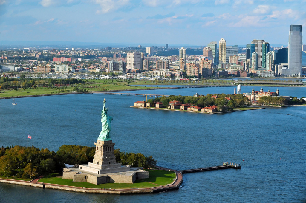 Вид на Статую Свободы в Нью-Йорке. Фото: Depositphotos