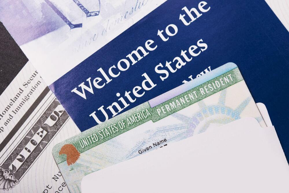 Советы о том, что делать в случае утери, кражи или просрочки грин-карты за границей Фото: depositphotos.com