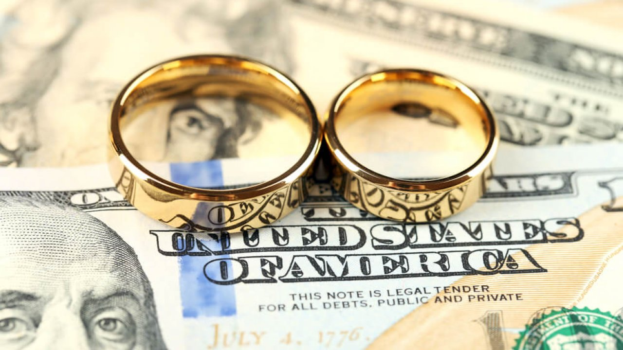 Sham marriage in the USA: how much it costs and what