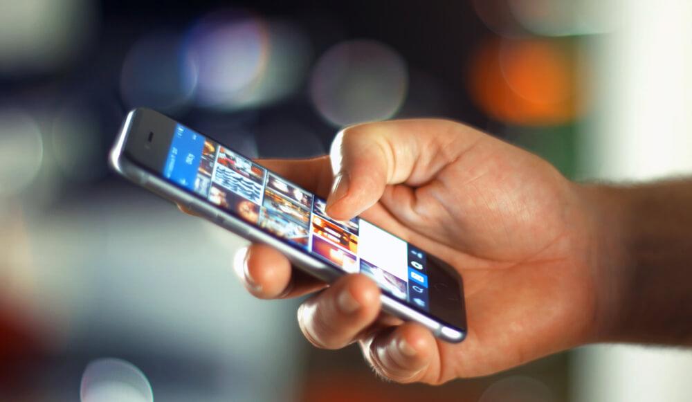 Компания Apple планирует начать войну с онлайновыми продавцами поддельных зарядных устройств и кабелей. Фото: depositphotos.com