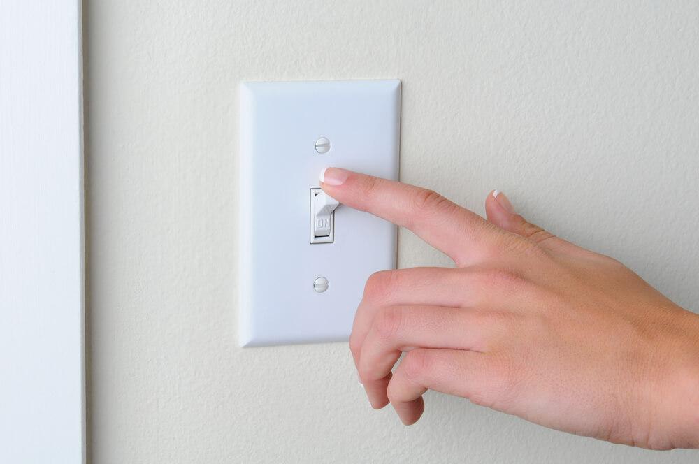 Просто выключаейте приборы, которыми не пользуетесь, и вы сэкономите сотни долларов за год. Фото: depositphoto