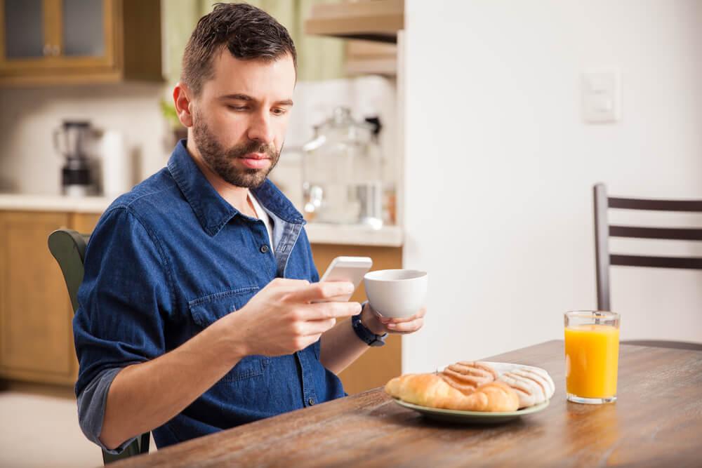 Домашний завтрак позволит сэкономить. Фото: depositphoto