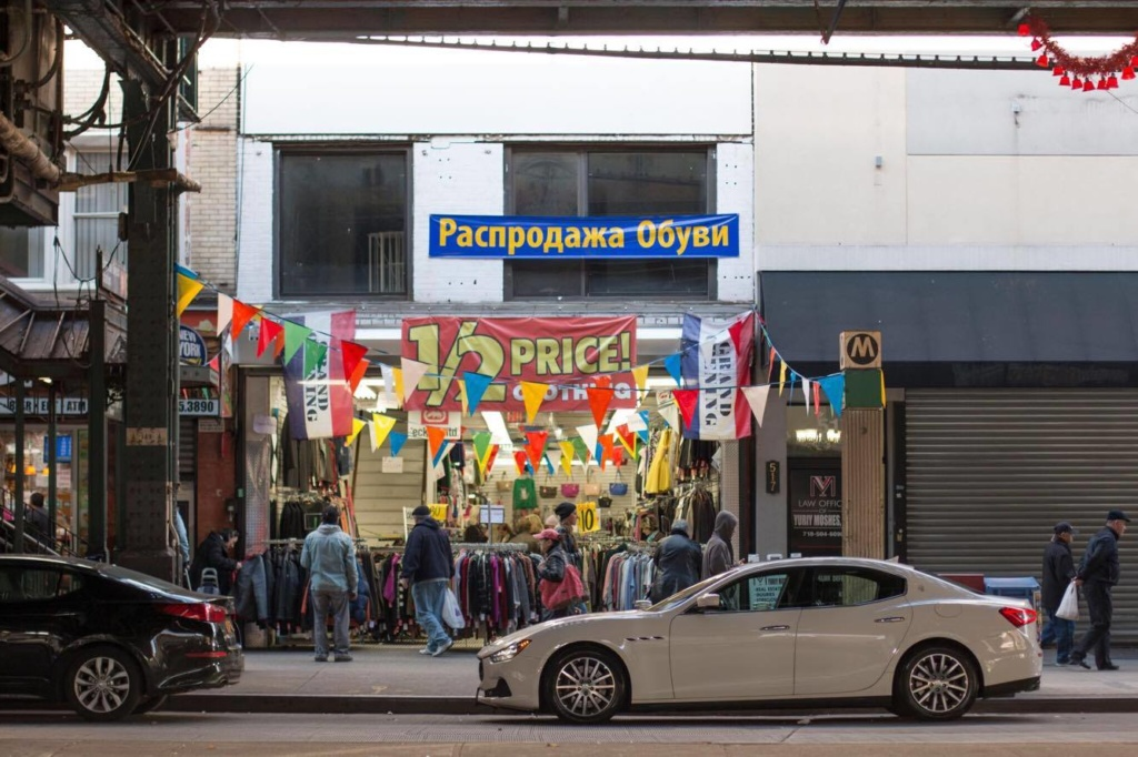 Русские магазины на Брайтон Бич можно встретить на каждом углу. Фото: Денис Малинин