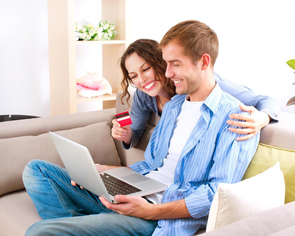 В интернете делать покупки оказывается выгоднее. Фото: depositphoto