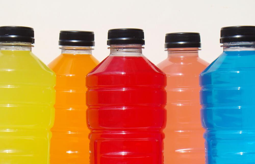 В одной бутылке энергетика содержится 200% суточной дозы витамина B3. Фото: depositphoto