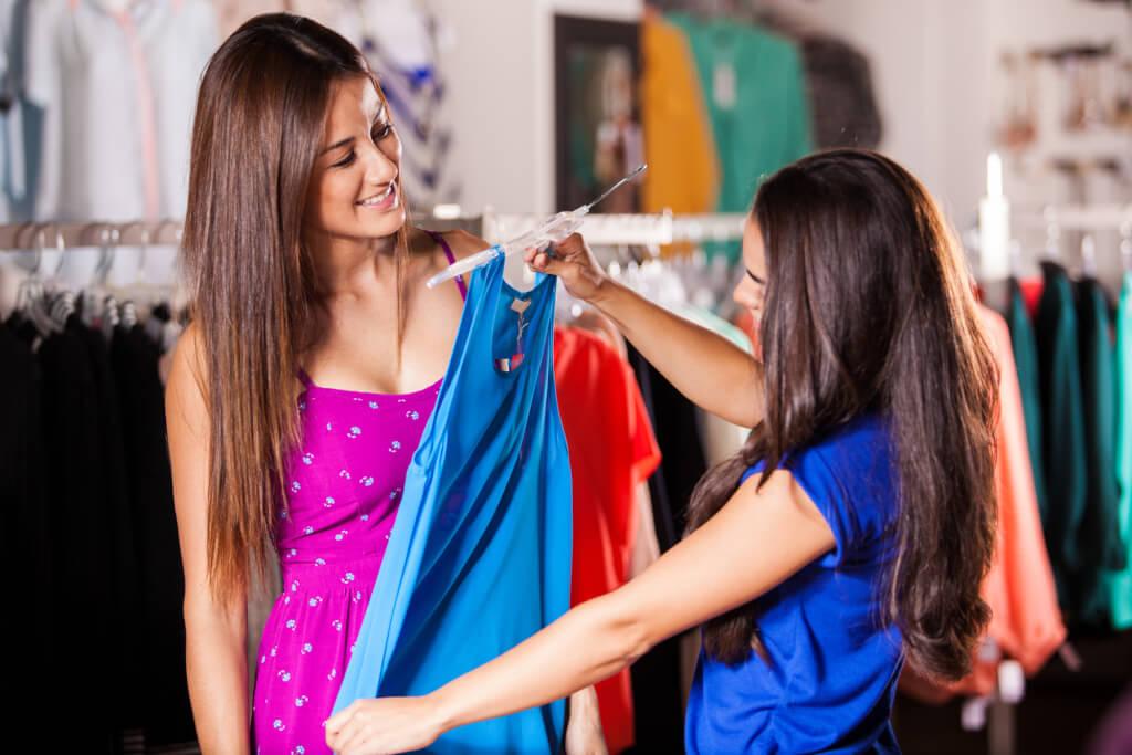 Работа персонального стилиста заключается в том, чтобы заниматься постоянным шоппингом. Фото: depositphotos.com