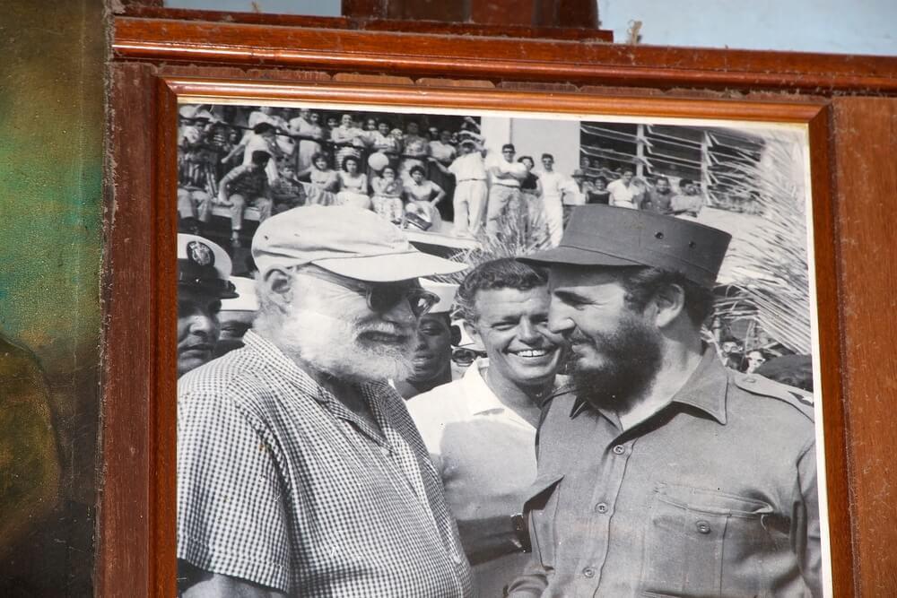Эрнест Хемингуэй и Фидель Кастро. Фото: Depositphotos