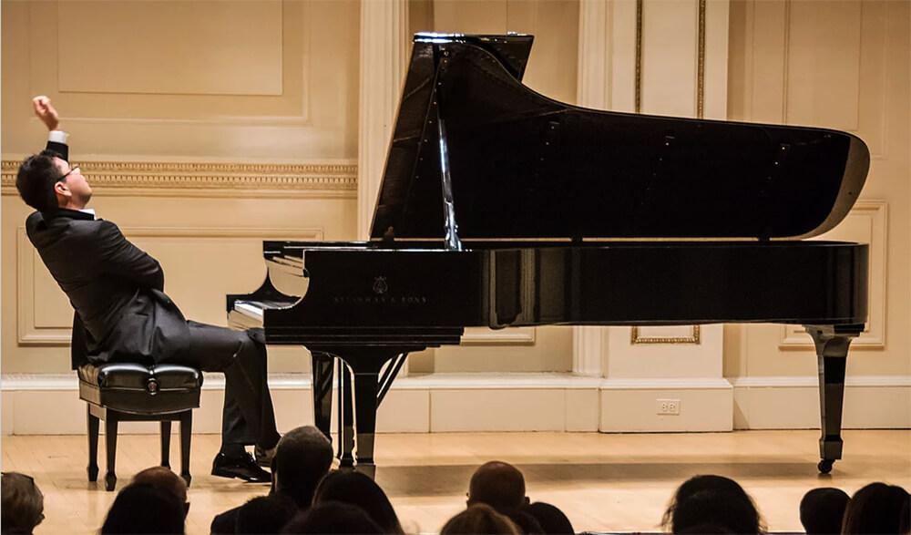 Aza Sadykov. Photo by azasydykov.com